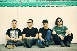arctic_monkeys%282012new%29.JPG